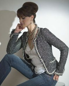 Chanel-style jacket and jeans.Básico,estiloso e Chic!