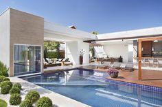 Casa VL Santa Mônica Jardins, Rio de Janeiro   Área Externa Projeto e Decoração assinado por Angela Meza Arquitetura & Interiores