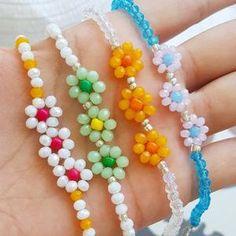 Diy Bracelets Easy, Seed Bead Bracelets, Seed Bead Jewelry, Bead Jewellery, Beaded Jewelry Designs, Jewelry Patterns, Bracelet Patterns, Bracelet Designs, Seed Bead Flowers