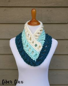 The Wintergreen Ombre Cowl is bulky, comfy, and lightning fast to work up.  Shades of green and cream create a beautiful gradien...
