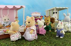 Sylvania Grove – Miniature toy photography of Sylvanian Families dioramas Sylvanian Families, Toys Photography, Family Photography, Custom Paint, Cute Pictures, Miniatures, Teddy Bear, Dolls, Beautiful
