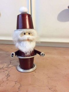 14 awesome Christmas decorations to make with coffee capsules K Cup Crafts, Diy Arts And Crafts, Xmas Crafts, Christmas Craft Fair, Christmas Makes, Christmas Decorations To Make, Noel Christmas, Crafts For Seniors, Coffee Pods