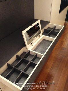 Joyero integrado en armario.  Carmen Fernandez Dorado Interiorismo y Decoracion  610606422