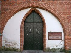 Kaunas, Lituanie: église de l'Assomption de la Vierge Marie (ou église Vytautas le Grand), la plus ancienne église de la ville, construite vers 1400, la seule église de style gothique en Lituanie conçue en forme de croix. | por Marie-Hélène Cingal