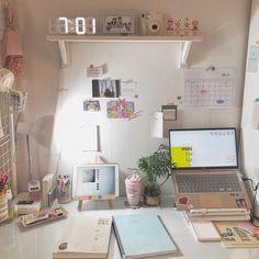 on ig – office organization at work desks Study Room Decor, Study Rooms, Diy Room Decor, Bedroom Decor, Study Desk, Study Space, Desk Space, Aesthetic Room Decor, Room Goals