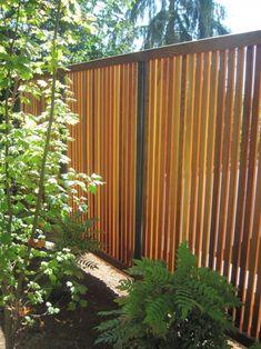 Slat fence - vertical