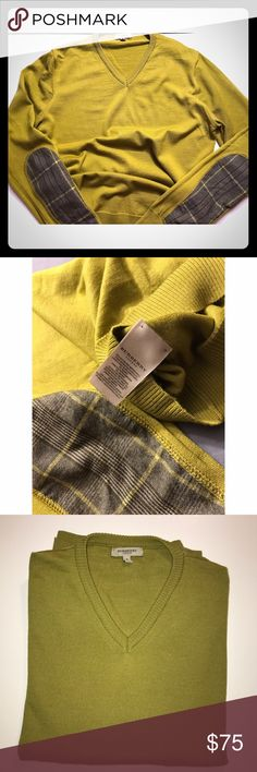 🍀AUTHENTIC Womens V-neck 🍀Burberry Sweater 🍀Burberry Sweater🍀 Amazing sweater. Only Flaw is, there was snag, and it was stitched up. Not even noticeble. Burberry Sweaters V-Necks