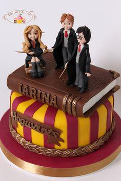 Elegant Image of Harry Potter Birthday Cakes . Harry Potter Desserts, Bolo Harry Potter, Gateau Harry Potter, Harry Potter Birthday Cake, Harry Potter Food, Harry Potter Wedding, Harry Potter Hermione, Harry Potter Theme, Cupcakes