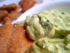 Whole wheat pita chips served with creamy guacamole Yummy Appetizers, Appetizer Recipes, Avacado Dip, Avacado Dressing, My Favorite Food, Favorite Recipes, Whole Wheat Pita, Good Food, Yummy Food