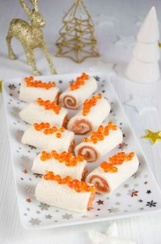 - NOEL - Mini bûches saumon et tarama Salmon and tarama mini logs Tapas, Snack Recipes, Snacks, Appetizer Recipes, Christmas Brunch, Noel Christmas, Xmas Food, Appetisers, Antipasto