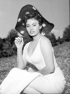 Italian actress, Sophia Loren, born in Star Hollywood, Hollywood Icons, Golden Age Of Hollywood, Vintage Hollywood, Hollywood Glamour, Hollywood Actresses, Classic Hollywood, Actors & Actresses, Carlo Ponti