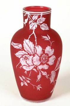 J & J Northwood, Thomas Webb Workshop, and Stevens & Williams, Carved Cameo Glass Vase, England, ca. 1915. (© Birmingham Museums and Art Gallery)