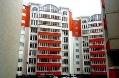 Продается двухкомнатная квартира, расположенная в Центре, ул.Долина Роз, в тихом районе, рядом с парком Долина Роз, но с развитой инфраструктурой, с прямым доступом к общественному транспорту.      Квартира имеет общую площадь 78м2., и расположена на 7-м этаже из 9, в доме качественно построенном из кирпича компанией Glorinal. Multi Story Building