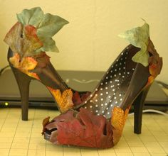 diy heels into fall/autumn/costume boots with fake fabric leaves! For my Wood Nymph costume! Fairy Costume Diy, Nymph Costume, Hallowen Costume, Costume Ideas, Autumn Fairy, Diy Autumn, Autumn Ideas, Autumn Leaves Craft, Fall Leaves