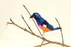 De sublimes oiseaux multicolores realises entierement avec du papier