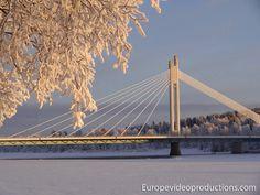 Puente de la vela del leñador en Rovaniemi en Laponia