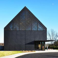 The Wild Turkey Bourbon Visitor Center by De Leon & Primmer Architecture Workshop is part of our #ArchitizerCollection on charred timber cladding/ Learn more about the technique and discover unique interpretations from all around the world on the #Architizer home page