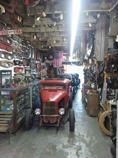 Cool Garage Ideas For Car Parking In Modern House Design: (Cool Hot Rod Garage) Hot Rods, Cool Garages, Old Garage, Traditional Hot Rod, Vw Vintage, Motorcycle Garage, Mechanic Garage, Garage Workshop, Workshop Ideas