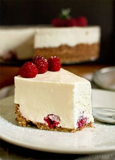 No bake cheesecake with mascarpone, ricotta and white chocolate. Melts in your mouth. Polish Desserts, Polish Recipes, Cheesecake Recipes, Dessert Recipes, Mascarpone Dessert, Delicious Desserts, Yummy Food, White Chocolate Cheesecake, Cupcakes