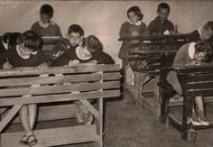 Tα #παιδιά και οι #έφηβοι, η κοινωνική διαστρωμάτωση και οι ποικίλες κοινωνικές #ανισότητες των γονέων τους  _______________ Του Νίκου Τσούλια #education #student #society #crisis http://fractalart.gr/koinoniologia-mathitwn/