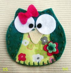 Ideas que mejoran tu vida Sewing Projects, Projects To Try, Felt Decorations, Holiday Decorations, Felt Embroidery, Owl Crafts, Cute Little Things, Owl Art, Felt Animals