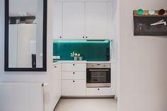 A contemporary apartment that is not blessed with too much space and so adopts design solutions that work around this conundrum even as white and gray Kitchen Dining, Kitchen Cabinets, Dining Room, Contemporary Apartment, Kirchen, Small Apartments, Art Deco, Minimalist, Interior Design