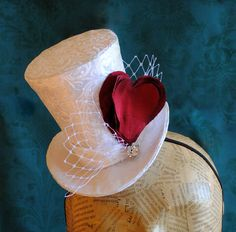 Bridal Mini Top Hat with Red Heart and Veil  от BizarreNoir