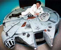 Tie Fighter Bett..Holen dir Star Wars ins Schlafzimmer mit dem coolen Millenium Falken Bett. Fühl dich wie Han Solo