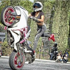 Lady Biker, Biker Girl, Cbr, Cars And Motorcycles, Bicycle, Beautiful Women, Vehicles, Stunts, Good Looking Women