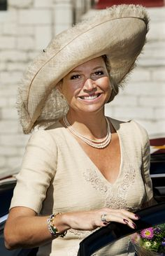 Maxima matched her outfit with a nice Fabienne Delvigne hat which her mother also wore ten years earlier.