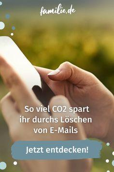 Wir alle wissen, dass es in Sachen Klimaschutz eher fünf nach 12 als fünf vor 12 ist. Im Prinzip möchten wir alle gern etwas beitragen, nur wissen wir oft nicht, wie wir das mit dem Alltag verbinden können. Ein guter erster Schritt: E-Mails aufräumen. Ihr glaubt nicht, wie viel CO2 ihr damit sparen könnt und es ist ganz leicht. No Waste, Environmentalism, Family Life, Sustainability, Parenting