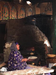 Egyptian woman making bread in a mud and brick oven. by Amudha Irudayam 2008 flickr