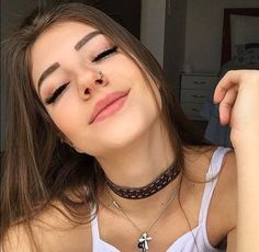 Read from the story Vendida pro dono do morro by sophiaabatistaa with reads. Akali League Of Legends, Poses Photo, Selfie Poses, Cute Poses, Insta Photo Ideas, Poses For Pictures, Photos Tumblr, Tumblr Photography, Girl Inspiration