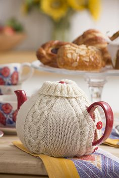 Keep your water warm with this sweet cosy knit in wool yarn. Heart-shaped cables make it great for a gift from the heart.