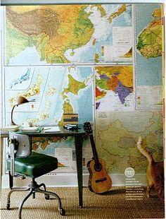 Kartta,kitara ja koulupöytä wall of maps *kids room, bonus room, mud room wall etc