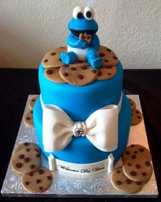 cookie monster cake - this is cute - but why not use actual chocolate chip cookies?  So much more delicious!