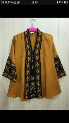 Batik Kebaya, Batik Dress, African Fashion Dresses, Fashion Outfits, Womens Fashion, Blouse Batik Modern, Batik Blazer, Mode Batik, Batik Fashion