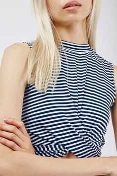 Add interest to simple layers with this knot front style crop. Comes in a navy and white striped fabric base and a slinky fit and high neckline, with a twist-knotted detail to the front. #Topshop