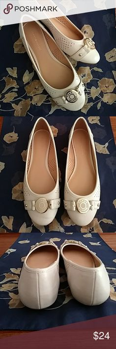 a11e936e T. HILFIGER Winter White Flats - 7M Photos taken without polishing so buyer  will have