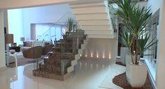 Decoração de uma Casa Moderna, Elegante e Clean!!! Detalhe da Escada!