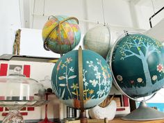 Fun idea. I don't think I can heart to paint a few of my globes. Too beautiful and rare as is.