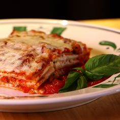 Get the Dish: Olive Garden Lasagna Classico: Ultra-comforting, and packed with layers of meat sauce, cheese, and tender noodles, Olive Garden's Lasagna Classico is one of their bestselling menu items (and for good reason). Pasta Recipes, Beef Recipes, Dinner Recipes, Cooking Recipes, Lasagna Recipes, Recipies, Casserole Recipes, Yummy Recipes, Meat Lasagna