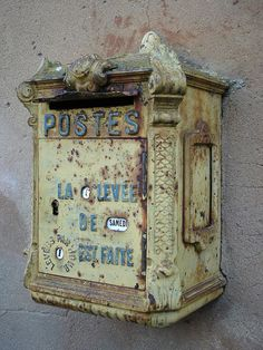 Old mailbox wall art Old Mailbox, Vintage Mailbox, Antique Mailbox, Mailbox Garden, Post Bus, Vintage Antiques, Vintage Items, Vintage Industrial Lighting, French Industrial