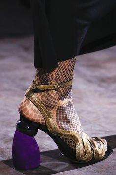 See detail photos for Dries Van Noten Fall 2016 Ready-to-Wear collection.