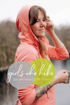 Hiking-Outfits für Alltagsabenteuer und die Outdoor-Community von Outside Stories! | New Moon Club Wander Outfits, Surf Poncho, Yoga, New Moon, Save The Planet, Rain Jacket, Windbreaker, Outdoor, Girls
