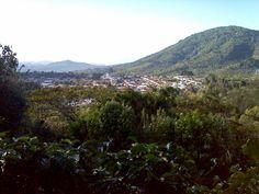 Villa de #Apaneca desde Cerro de las Cruces, Ruta de las Flores #ElSalvador | suchitoto.tours@gmail.com