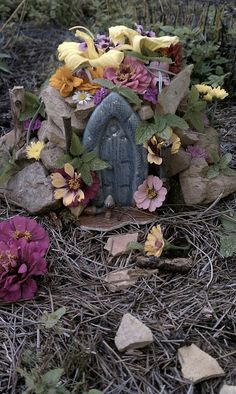 Fairy House found in a Hobbit fairy garden Mini Fairy Garden, Fairy Garden Houses, Gnome Garden, Garden Art, Garden Design, Fairy Gardens, Green Fairy, Miniature Gardens, Fairy Dust