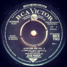 ...a little rock 'n' roll royalty with The King! #nowspinning #1964  .  .  #royalty #rocknroll #longtallsally #theking #elvis #elvispresley #sixties #thejordanaires #vinyl #45rpm #elvisaaronpresley #vinylcollection #alansmusicstash #madeinireland #irishpressing #vinyladdict #vinylporn #vinylgram #strictlyelvis #thekingofrocknroll #graceland #rcavictor #recordcollection #vinylvideo #instaelvis #music #nowplaying #firstinline Elvis Presley Family, Long Tall Sally, Little Rock, Record Collection, Graceland, Levis, Rock N Roll, Irish, Nostalgia