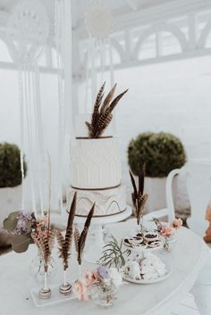 bohamian wedding cake by kuchenboutique photo: Sophie Häusler Boutique, Wedding Cakes, Place Cards, Candle Holders, Place Card Holders, Candles, Table Decorations, Films, Outfit