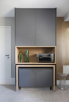 O apartamento da blogger Mari Saad | Urbana - Casas de Portugal Kitchen Furniture, Kitchen Interior, Home Interior Design, Kitchen Decor, Furniture Design, Coffee Bar Home, Appartement Design, Wardrobe Furniture, Luxury Kitchen Design